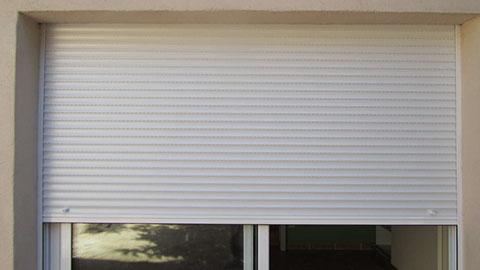 Persianas en aluminio cortinas de aluminio cortinas de for Ventanas con persianas incorporadas